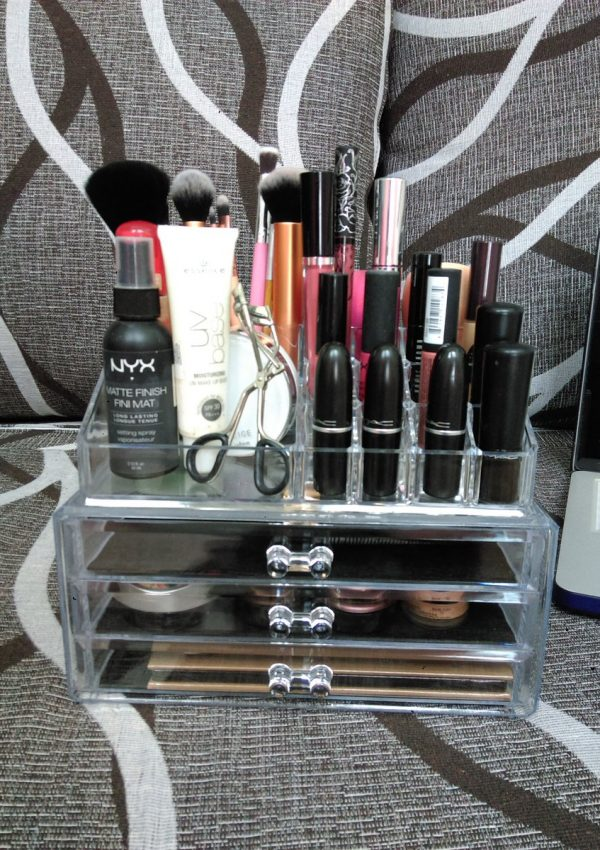 College House Tour and My New Makeup Organiser!